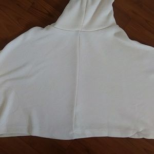 Forever 21 Sweaters - Forever 21 white cropped turtleneck sweater EUC